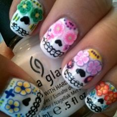 Day of the Dead sugar skull nails Sugar Skull Nails, Skull Nail Art, Sugar Skulls, Sugar Nails, Candy Skulls, Get Nails, How To Do Nails, Hair And Nails, Halloween Nail Art