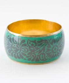 Marvelous mint and soft plum combine in this classic bangle, which will bring a touch of spring to any season's look.