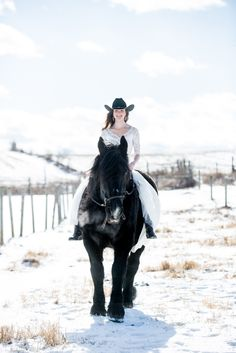 Equestrian bride rides her horse on wedding day | Saratoga Springs, NY wedding photographer