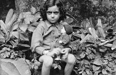 Childhood Pictures of Celebrities Actors Actress: Indira Gandhi childhood rare pictures Rare Pictures, Rare Photos, Celebrity Pictures, Vintage Photos, Indira Gandhi, First Prime Minister, Old Celebrities, History Of India, Vintage India