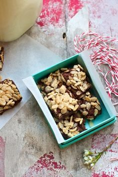 Marla Meridith of Family Fresh Cooking gives her simple food recipe for 3 Ingredient Crispy Rice Fudge with gluten free breakfast cereal. Gluten Free Sweets, Vegan Sweets, Healthy Sweets, Healthy Dessert Recipes, Vegan Desserts, Vegan Food, Whole Food Recipes, Healthier Desserts, Desserts To Make