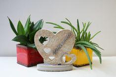 Outdoor / Indoor Herz-Deko aus Feinsteinzeug mit Edelstahlelementen, erstellt mit unserer Wasserstrahlanlage. #Häusler #Outdoordeko #Deko #Indoordeko #Love #Willkommendeko #Herzdeko