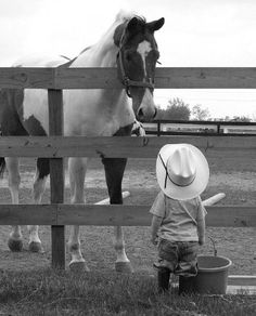 little cowboy talking to his horse Love it. Little Cowboy, Cowboy And Cowgirl, Cowboy Baby, Tier Fotos, Jolie Photo, Horse Love, Beautiful Horses, Pets, Country Life