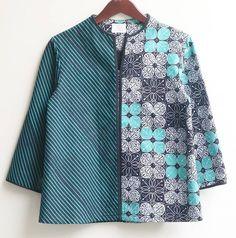 Batik Kebaya, Batik Dress, Batik Fashion, Ethnic Fashion, Blouse Batik Modern, Outer Batik, Batik Blazer, African Tops, Blouse Designs