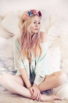 Beauty & portrait photographer based in Belgrade, Serbia. Nicholas Sparks, Homecoming Hairstyles, Wedding Hairstyles, Mode Pastel, Overprocessed Hair, Boho Fashion, Fashion Beauty, Net Fashion, Rose Crown