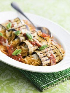 Vegetarische involtini van aubergine met spaghetti