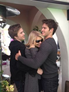 Steven W/ Mom & Brother - The Vampire Diaries