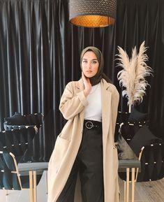 Instagram post by Eda Comart • Feb 18, 2020 at 12:11pm UTC Modern Hijab Fashion, Hijab Fashion Inspiration, Abaya Fashion, Modest Fashion, Fashion Outfits, Casual Travel Outfit, Casual Hijab Outfit, Hijab Chic, Moslem Fashion