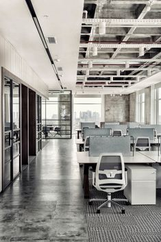 A Look Inside Elissa Stampa's Sleek Istanbul Office – Architecture Open Concept Office, Cool Office Space, Loft Office, Office Workspace, Office Table, Small Office, Office Interior Design, Office Interiors, Industrial Office