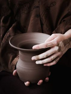 Slurry-streaked hands gently coax clay into shape, beckoning forms into existence. Crafted in shades from white to black, Van Raden balances gravity and lightness Hand Photography, Light Photography, Cereal Magazine, Pottery Supplies, Composition Art, Article Design, Minimalist Design, Ceramic Pottery, Travel Style