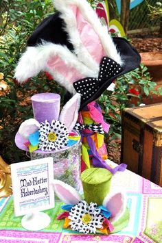 Hostess with the Mostess® - Alice in Wonderland Party