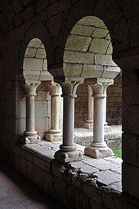 Arch detail-  Cloister - Santa Maria de Vilabertran Monastery. Alt Emporda. 969ca. Alt Empordà. Catalonia | Europe