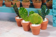 Glass Cactus, Cactus Pot, Cacti, Stained Glass Flowers, Fused Glass Art, Painted Rock Cactus, Painted Rocks, Easy Diy Crafts, Jar Crafts