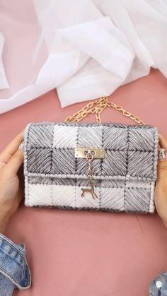 Diy Crochet Bag, Crochet Bag Tutorials, Crochet Videos, Crochet Gifts, Sewing Tutorials, Diy Handbag, Diy Purse, Diy Clutch, Crochet Handbags