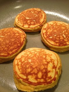 These paleo pancakes are light and fluffy. The coconut flour and banana give these pancakes a fresh and delicious flavor. GF I put 3 eggs, C almond milk and C butter and made waffles :) made 5 waffles Healthy Recipes, Low Carb Recipes, Whole Food Recipes, Cooking Recipes, Low Carb Breakfast, Breakfast Recipes, Coconut Flour Recipes, Paleo Pancakes Coconut Flour, How To Eat Paleo
