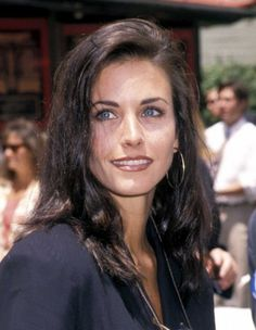 courtney cox style Look of the Day photo Friends Cast, Friends Moments, Friends Tv Show, Pretty People, Beautiful People, Beautiful Women, Courteney Cox Friends, Max Wright, 1990 Style