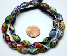Jede Perle ist ein handgefertigtes Unikat welche in Form und Größe leicht variieren kann. Strang antike Millefiorieperlen. Stranglänge 37 cm ( nur die Perlen ). Insgesamt 25 Perlen. Perlen ca.15 X 8 mm.   eBay!