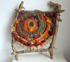 circle in a square weaving Weaving Textiles, Weaving Art, Tapestry Weaving, Loom Weaving, Hand Weaving, Yarn Bombing, Circular Weaving, Art Du Fil, Peg Loom
