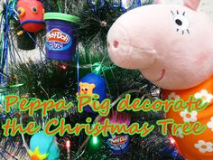 Peppa Pig decorate the Christmas Tree