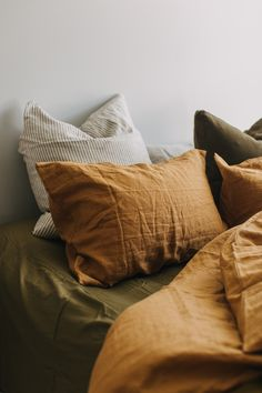Apartment Therapy Christmas Decor Why terracotta-colored linen is the new trend that you can find in your . - Why terracotta colored linen is the new trend you need in your bedroom - Linen Bedroom, Home Bedroom, Master Bedroom, Cottage Bedrooms, Bedroom Sets, Home Interior, Interior Design, Interior Shop, Interior Colors