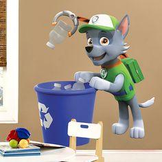 Vinilos Infantiles: Patrulla Canina - Rocky reciclando. Habitación infantil #Patrulla #Canina #infantil #deco #decoración #vinilo #pared #Rocky #TeleAdhesivo