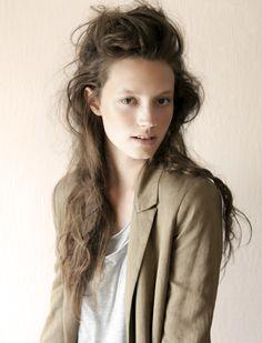 messy romantic hair--Ruben Vega for Vanidad