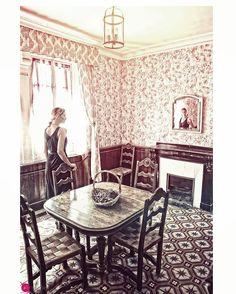 biy;ikigrafie debora de jong#mirror mirror, tell me #whatdoyousee #foriamnotsure #mirrorpic #mirrorphoto #rennesleschateau #villabethanie #sauniere #impressive #mystery