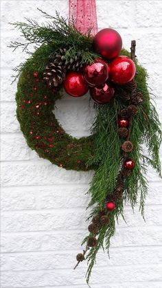 Door decorations for the Advent season # front door # Christmas tree balls . - Door decorations for the advent season door tree balls You - Christmas Decoration For Kids, Easy Christmas Ornaments, Christmas Flowers, Outdoor Christmas Decorations, Christmas Centerpieces, Holiday Wreaths, Simple Christmas, Christmas Crafts, Christmas Christmas