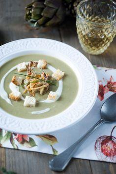 A un bel piatto di #vellutata di #carciofi e #porri non riesco davvero a dire di no: armati di cucchiaio e segui la mia ricetta! A completare questa buonissima vellutata di #verdure, croccanti crostini per dare un perfetto contrasto di consistenze. Una ricetta perfetta per la stagione autunnale e invernale, quando il freddo si fa sentire. Zuppa Soup, Pinterest Recipes, Pinterest Food, Best Italian Recipes, Recipe Boards, Food Inspiration, Vegan Vegetarian, Oatmeal, Cheese