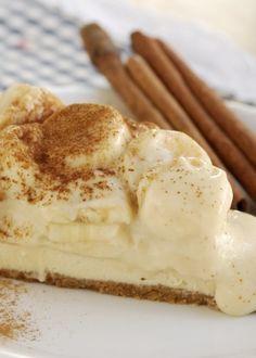 🍌 Torta de Banana com Creme de Rum e Canela - / 🍌 Banana Pie with Rum Cream and Cinnamon - Candy Recipes, Sweet Recipes, Dessert Recipes, Creme De Rum, Rum Cream, Love Eat, Love Food, Cooking Bread, Cooking Recipes