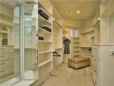 Future home: walk-in closet Big Closets, Dream Closets, Room Closet, Walk In Closet, Modern Zen House, Closet Island, Portable Closet, Vanity Design, Custom Cabinetry