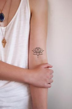 Temporary tattoo of small lotus / temporary bohemian tattoo / - diy tattoo images - Minimalist Tattoo Tattoos Motive, Boho Tattoos, Fake Tattoos, Mini Tattoos, Small Tattoos, Temporary Tattoos, Bohemian Tattoo Ideas, Tatoos, Cloud Tattoos