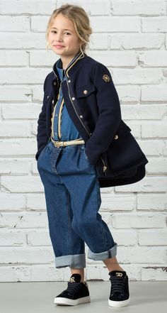 Adorable little Parisienne is the new fashion tale from Ermanno Scervino's new Fall-Winter 2017 Junior collection. Like a journey across the Paris, five stories, distinguished by their colours, techniques, and patterns. Made in Italy, in line with the values of Ermanno Scervino.