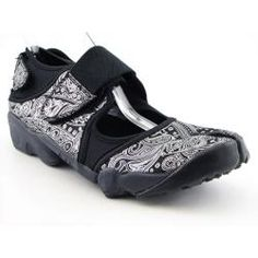 Nike Air Rift - I have two pairs and just love them. Nike Air Rift, Shoe Deals, Sneakers Fashion, Amazing Women, Me Too Shoes, Running Shoes, Nike Women, Shoe Boots, My Style
