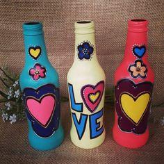 Garrafas decoradas: 100 peças para todos os tipos de ambientes Painted Glass Bottles, Glass Bottle Crafts, Diy Bottle, Bottle Art, Diy Home Crafts, Jar Crafts, Teen Art, Bottle Painting, Diy Wall Art