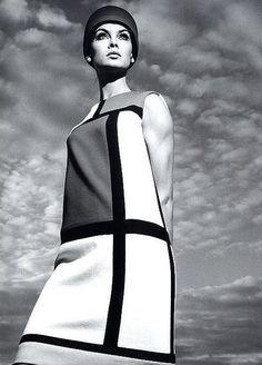 Jean Shrimpton in the famous Yves Saint Laurent 'Mondrian' dress, photographed by Richard Avedon for Harper's Bazaar, fashion images. Jean Shrimpton, Sixties Fashion, Mod Fashion, Vintage Fashion, City Fashion, Trendy Fashion, Yves Saint Laurent, Ysl, Mondrian Dress