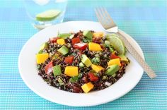Black Quinoa Salad with mango, avacado and tomatoes I made this for dinner and it was very yummy. I used dried cilantro instead of fresh and white quinoa instead of black Mango Quinoa Salad, Avocado Quinoa, Avocado Salat, Quinoa Salad Recipes, Summer Salad Recipes, Summer Salads, Vegetarian Recipes, Healthy Recipes, Lime Quinoa