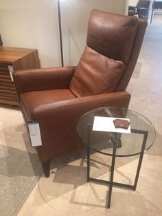 Tomu0027s Reading Chair?