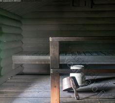 Savusauna - savusauna lauteet hirret hirsirakenne kaiteet kiulu ämpäri peltiämpäri sauna noki nokinen