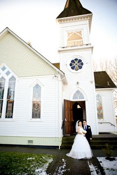 A lovely winter wedding at the historic The Chapel at Minoru Park in Richmond, BC. Wedding ceremony location.