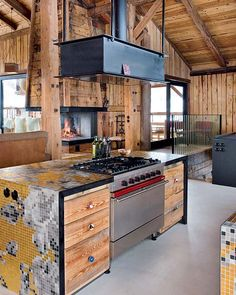 Amazing Farmhouse Design with Rustic Decor: Fascinating Kitchen Details With Laminate Countertop At Modern Chalet With Mosaic Tile Countertop Design Ideas For Home Inspiration ~ FreeSharing Architecture Inspiration Refacing Kitchen Cabinets, Kitchen Cabinet Design, Cabinet Refacing, Style At Home, Barn House Design, Chalet Design, Kitchen Hoods, Kitchen Island, Island Stove