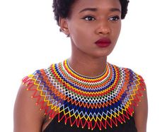 Necklace Maasai Zulu crea Multicolor Handmad To know: * The reasons and the styl . African Beads Necklace, Beaded Necklace Patterns, African Jewelry, Crochet Collar, Beaded Collar, Zulu, Maxi Collar, African Wedding Attire, African Print Fashion