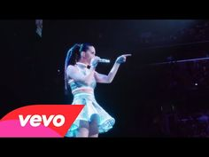 Katy Perry Lately!, Go behind the scenes of Katy Perry's Prismatic...