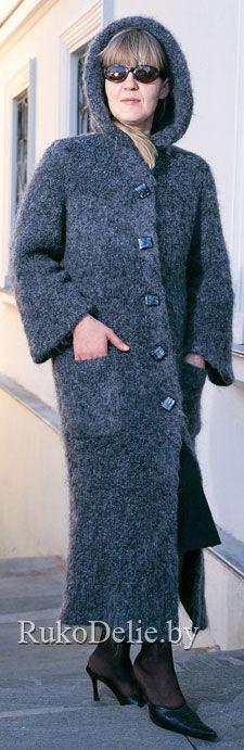 Пальто с двойным капюшоном, вязаное спицами