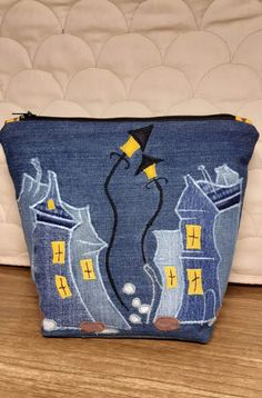Diy Jeans, Diy Crafts Old Jeans, Recycle Jeans, Clothes Crafts, Handmade Handbags, Handmade Bags, Artisanats Denim, Denim Handbags, Bag Pattern Free
