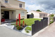 Entrées paysagères : Jardins de Vendée Modern Landscape Design, Modern Landscaping, Backyard Landscaping, Privacy Screen Outdoor, Front Door Design, Outdoor Spaces, Outdoor Decor, Garden Fencing, Exterior Design