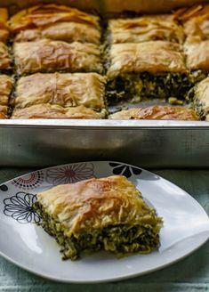 Σπανακόπιτα με πράσο και φέτα - Just life Spanakopita, Ethnic Recipes, Food, Essen, Meals, Yemek, Eten