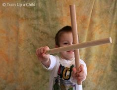 Rhythm and Movement for Kids {Rhythm Sticks} ~ Learn Play Imagine - great exercises to do with rhythm stick Preschool Music Activities, Kindergarten Music, Gross Motor Activities, Movement Activities, Teaching Music, Down Syndrom, Singing Time, Music And Movement, Play Based Learning