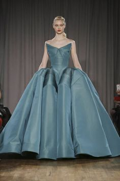 Zac Posen Ready To Wear Fall Winter 2014 New York - Another gorgeous silhouette to recreate. Love the color