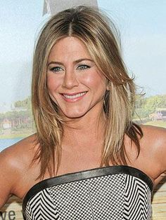 Jennifer Aniston is known for her clean, modern style and this cut with its dramatic center part and cascading layers fits the bill perfectly. Popular Hairstyles, Summer Hairstyles, Pretty Hairstyles, Medium Length Cuts, Hair Icon, Jennifer Aniston, Pretty People, Medium Hair Styles, Hair Inspiration